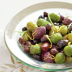 Learn how to make Honeyed Olives. MyRecipes has tested recipes and videos to help you be a better cook. Best Party Appetizers, Yummy Appetizers, Appetizer Recipes, Snack Recipes, Wedding Appetizers, Holiday Appetizers, Detox Recipes, Yummy Recipes, Marinated Olives
