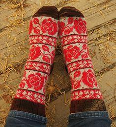 Ravelry: TiiQ's Roses are red Knit Socks, Knit Mittens, Knitting Socks, Cool Socks, Knitting Ideas, Folklore, Fingerless Gloves, Red Roses, Ravelry