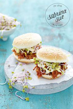 VEGAN PULLED PORK BBQ BURGER - JACKFRUIT - sabrinasue - in love with food
