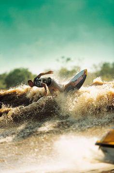 Surfing in a River?? Yes http://www.surfingshowblog.com/2011/04/29/olas-de-rio-haciendo-surf-en-el-amazonas-surfing-en-el-pororoca/ #surf #amazone