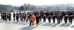 위대한 수령 김일성동지와 위대한 령도자 김정일동지의 동상에 최고인민회의 대의원들 꽃바구니 진정