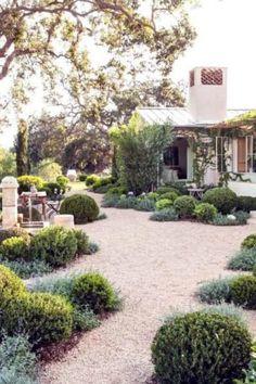 Gravel Landscaping, Gravel Patio, Gravel Garden, Front Yard Landscaping, Garden Paths, Backyard Patio, Landscaping Ideas, Pebble Garden, Walkway Ideas