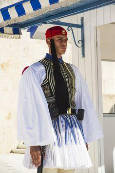 Greek Presidential Guards Vol. Greek Beauty, Greek Culture, Royal Guard, Greek Clothing, Folk Costume, Travel Themes, Greece Travel, Ancient Greece, Historical Clothing