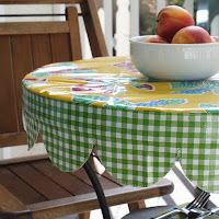 Nicole at Home: Tutorial: Round scalloped edged table cover - would love to make one of these for the patio table!