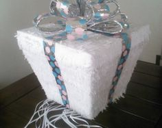 Género caja regalo revelan Piñata