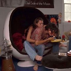 dazed and confused. I always wanted a chair like that. The Love Club, This Is Love, Cute Relationship Goals, Cute Relationships, Cute Couples Goals, Couple Goals, Teen Romance, Couple Aesthetic, Aesthetic Pictures