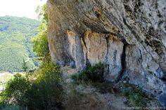 Grotti fraz. di Cittaducale (Rieti) - Riparo preistorico con pitture antropomorfe - Photo G. Garofoli (06-2012) -  © All right reserved - Tesori del Lazio
