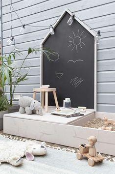 aire de jeux facile pour enfant faire soi meme bac sable tableau noir arriere cour