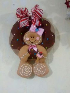 100 Brilliant Projects to Upcycle Leftover Fabric Scraps - Adjourna Christmas Gingerbread Men, Felt Christmas, Christmas Time, Christmas Crafts, Christmas Decorations, Christmas Ornaments, Holiday Decor, Felt Ornaments, Sewing Projects For Beginners