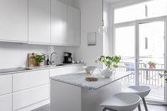» Underbart vitt Home Decor Kitchen, Kitchen Furniture, Kitchen Interior, Interior Design Living Room, Kitchen Dining, Scandi Home, Kitchen Collection, Küchen Design, Cool Kitchens