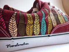 Zapatillas pintadas a mano http://www.nerelonetas.com/