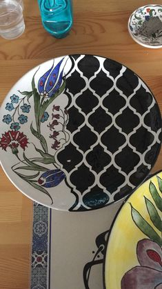 Arabesque, Handicraft, Zentangle, Embroidery Patterns, Diy And Crafts, Polymer Clay, Pottery, Tableware, Glaze