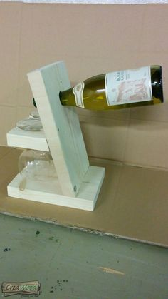 Wine Glass Holder, Wine Bottle Holders, Woodworking Projects Diy, Wood Projects, Beer Crafts, Pallet Wine, Wine Craft, Wine And Beer, Wooden Pallets