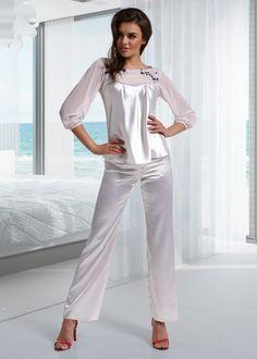 Aksamitna piżama firmy Miran http://ekskluzywna.pl/bielizna-nocna-damska