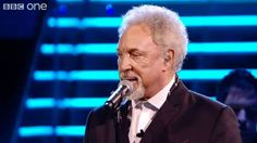 Sir Tom and Leanne duet 'Mama Told Me Not To Come' - The Voice UK - Live...