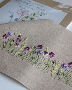 Hand Embroidery: embroidery design with lazy daisy stitch. Related Post Vintage embroidery patterns around Daisies Gallery. Amazing Hand Embroidery: Do you want to learn flower ideas with tricks and tips to add your hand embroidery projects? French Knot Embroidery, Embroidery Flowers Pattern, Hand Embroidery Stitches, Silk Ribbon Embroidery, Crewel Embroidery, Hand Embroidery Designs, Vintage Embroidery, Embroidery Applique, Cross Stitch Embroidery