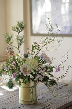 Soft and pretty colours Large Flower Arrangements, Ikebana Flower Arrangement, Flower Centerpieces, Flower Decorations, Faux Flowers, Beautiful Flowers, Japanese Flowers, New Years Decorations, Decoration Table