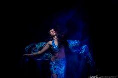 El velo es un elemento muy vistoso que le da mucha elegancia, misterio y belleza a la danza del vientre.  En este taller aprenderemos las figuras y formas básicas del velo, tanto estáticas como dinámicas en movimiento. Trabajaremos la aplicación del velo en la danza oriental y su combinación con los pasos esenciales. Finalmente, aprenderemos una coreografía para practicar lo aprendido.  #danzaoriental #bellydance #danzadelvientre #danza #danzaarabe #alinababayan #velo #veil