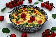 Clafoutis aux épinards, tomates cerises et feta Corn Dogs, Korma, Dog Recipes, Cooking Recipes, Healthy Drinks, Healthy Recipes, Healthy Food, Zucchini, Cake & Co