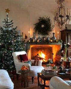 Small House Decorating, Joy To The World, Winter House, Christmas Home, Seasonal Decor, Provence, Living Spaces, Christmas Decorations, Exterior