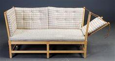 Børge Mogensen 1914-1972. Tremmesofa med stel af lakeret bøgetræ, nedfældelig gavl med lædersnører, løse hynder betrukkede med knapsyet…