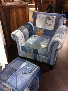 Jeans mal anders! Hier wurden Vibtage Jeans zu Sesselbezügen, Kommoden, Bänken und vielem mehr verarbeitet! Genialer Trend für Eure alten Jeans!