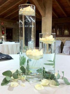 Personalizamos elementos para ti o para regalar. Personalización iniciales y fecha en elementos de cristal  para bodas, bautizos, comuniones, cumpleaños, aniversarios, etc. En todos los colores y tamaños.