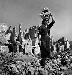 Werner Bischof-Village of Montecassino, Latium, Italy, August 1946. How to see without a camera : Photo