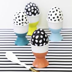 Show off your favorite Easter eggs in these easy to make paint dipped porcelain egg cups!