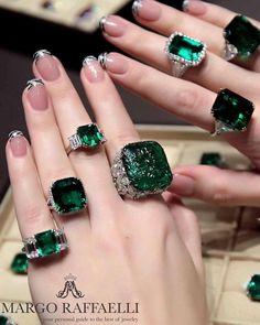 Natural Multi-couleur jade jade ovales 14K or Jaune 4-Prong Setting Pendentif