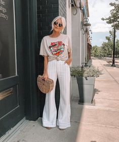 Oversized rocker tee and wide leg pants for the win today 🙌🏼🤟🏼 full look from 💯 I saw these pants and knew I had to… Band Tee Outfits, Graphic Tee Outfits, Casual Outfits, Cute Outfits, Fashion Outfits, Hipster Girl Outfits, Spring Summer Fashion, Spring Outfits, Dress To Impress