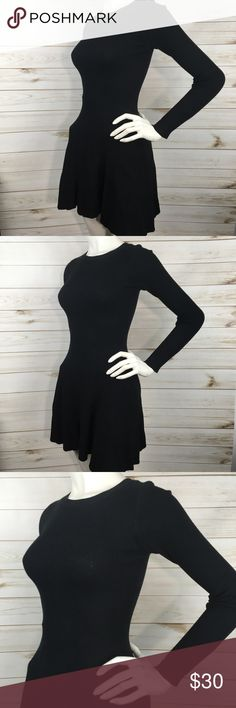 Ribbed Skater Sweater Dress In excellent condition S10DR Dresses Mini