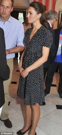 not exactly my style. but seriously kate has got that simple and classic look DOWN.