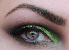 Barry M #eye #makup  Lime (dd75) - pohyblivé víčko  Black (dd66) - záhyb  Green Glitter Eyeliner (gle12) - glitry v obočí  Dark Green (dd16) - obočí  3 in 1 mascara - řasy  #barrym #green #Easter