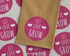 Laissez lamour grandir... sachets de graines font une faveur merveilleuse pour les clients lors dun spectacle de mariage ou nuptiale. Un