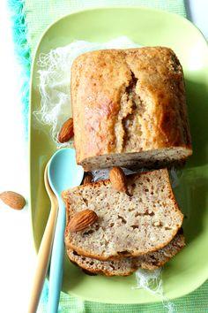 Un petit cake pour dépoussiérer le blog ça vous tente ? Je suis sûr que l'Okara vient titiller votre curiosité …… Alors, qu'en est-il de cet ingrédient mystérieux ? Il s'agit en fait d'un aliment que nous connaissons bien, mais qui a été, pour ainsi dire, transformé : l'amande …. Je ne sais pas si vous avez déjà essayé de faire du lait d'amande maison (edito : la recette est désormais disponible -clic-). On mixe des amandes dans de l'eau, on filtre et on obient le fameux lait d'amande…