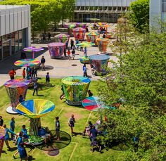 Commissioned by the High Museum of Art in Atlanta (USA), the Mexican duo of designers Héctor Esrawe and Ignacio Cadena have created the multicolored Los Trompos to activate its outdoor space, taking...
