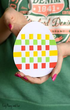 Easter Egg Paper Weaving Crafts for Kids, Coloring pages, How to Draw TutorialsWe have a yet another wonderful Easter craft for preschool and kindergarten to share w Easter Arts And Crafts, Easter Crafts For Kids, Crafts To Do, Bead Crafts, Easter Activities, Preschool Crafts, Egg Carton Crafts, Easter Egg Designs, Paper Weaving