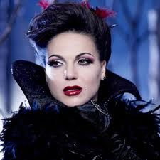 one thing I have to say is Regina always looks epic, woman can dress.