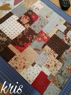 Cómo lo prometido es deuda, aquí estoy con mi nuevo trabajo!!    Lo necesitaba, y que mejor, que hacerla diferente y c... Japanese Sewing, Japanese Embroidery, Kantha Quilt, Rag Quilt, Quilting Projects, Sewing Projects, Shashiko Embroidery, Boro Stitching, Crazy Patchwork