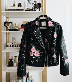 Gucci Inspired DIY - Gucci Jacket - Ideas of Gucci Jacket - Look Fashion, Diy Fashion, Ideias Fashion, Fashion Outfits, Womens Fashion, Fashion Design, Jackets Fashion, Painted Leather Jacket, Embroidered Leather Jacket