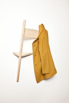 Una silla de perchero