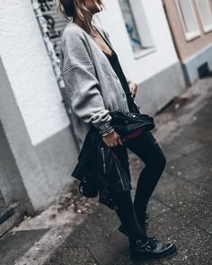 Here's a quick and small little post with today's look! I'm trying to wear my biker jacket as much as possible now before the snow comes and I have to wear the big ones! Spring Summer Fashion, Winter Fashion, Rock Style, My Style, Autumn Inspiration, Work Fashion, Knit Cardigan, Editorial Fashion, Winter Outfits