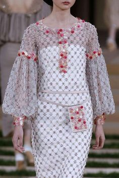 Chanel HC SS 2016 #ChanelHauteCouture #ChanelHC16 #SpringSummer2016 #SS16 Visit espritdegabrielle.com   L'héritage de Coco Chanel #espritdegabrielle