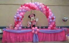 Festa Minnie - mesa e arco de balões