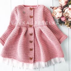 No photo description available. Crochet For Kids, Crochet Projects, Doll Clothes, Crochet Patterns, Instagram, Sweaters, Outfits, Baby Dresses, Design