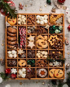 #cookies #christmascookierecipes #christmascookie #weihnachtsbäckerei #kekse #keksebacken #plätzchen #plätzchenrezept #christmascookiesbox #christmascookiebox Cookie Box, Cookie Cups, Winter Christmas, Christmas Gifts, Xmas, Winter Solstice, Black Eyed Peas, Christmas Shopping, Christmas Cookies