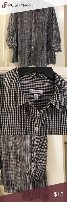 Gingham crinkle blouse Cute gingham crinkle blouse by Croft&Barrow from Kohl's. Easy care with 3/4 length sleeves. EUC. croft & barrow Tops Blouses
