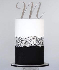 FAULT LINE CAKE This one is made with fondant for something a little different, loving the contrast of sharp and ripped edges🖤 Beautiful Cake Designs, Gorgeous Cakes, Pretty Cakes, Cakes For Men, Just Cakes, Cake Design For Men, Modern Cakes, Cake Trends, Cake Decorating Techniques
