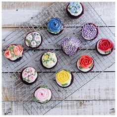 Floral cupcakes by ivenoven